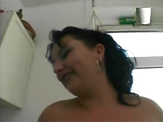 brunette chubby brunette milf getting reaves
