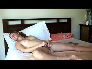 hairy beautiful hairy milf masturbates