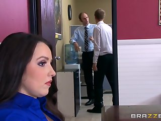foxx lola foxx chief executive